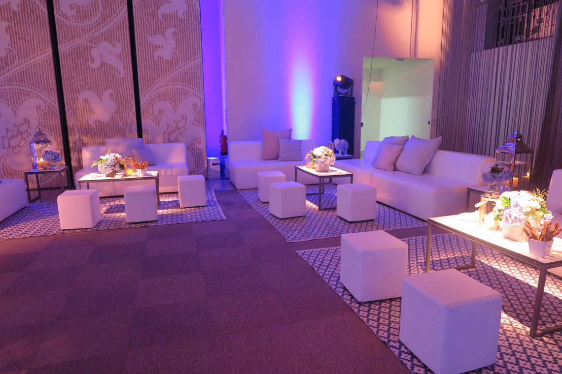 Dirección creativa para un evento en La Quinta de Jarama espacio chill out interior mobiliario blanco La Tarara