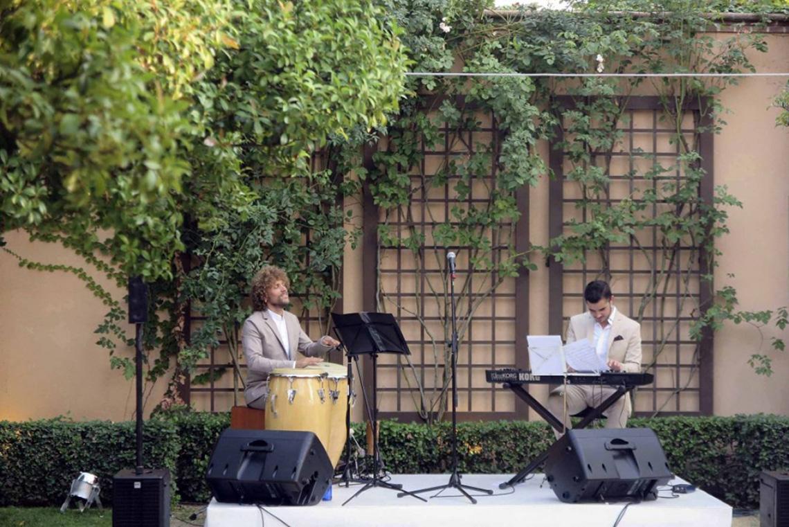 Dirección creativa para un evento en La Quinta de Jarama actuación musical jardín La Tarara decoración eventos