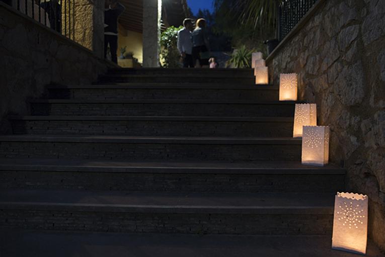 Camino bolsas luz velas escaleras decoración para fiesta en el jardín noche